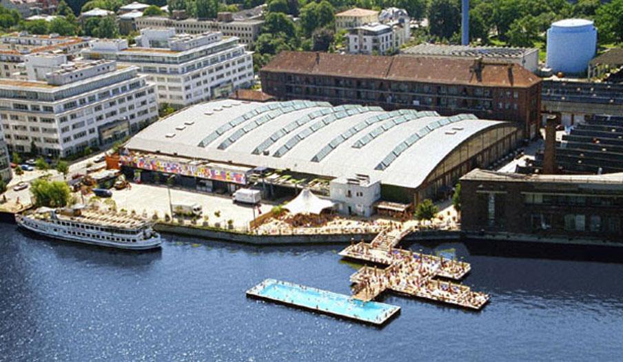 Arena - Club Berlin mit dem berühmten Badeschiff